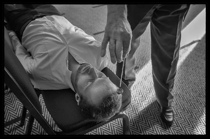 Mentalista a hypnotizér Jakub Kroulík při experimentu Paranormální výzvy